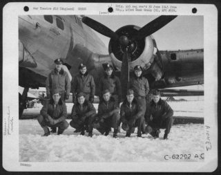 Lt C Pace And Crew 9-1-45.jpg
