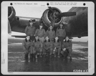 Lt Shaw And Crew 29-12-44.jpg