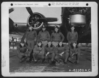 Lt Sproull And Crew 26-12-44.jpg