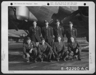 Lt W Whitson And Crew 4-1-45.jpg