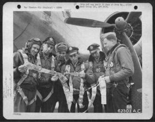 Lt Whitson And Crew 6-4-45.jpg